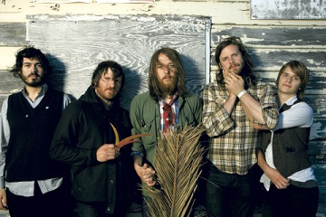 SAN FRANCISCO, UNITED STATES - SEPTEMBER 01: (L-R) Casey Wescott, Christian Wargo, Robin Pecknold, J. Tillman, Skye Skjelset of Fleet Foxes pose for a group shot in 2008 in San Francisco, CA (Photo by Wendy Redfern/Redferns)
