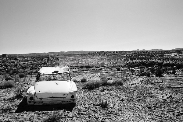 arizona-deserted-car-desert-landscape-black-and-white
