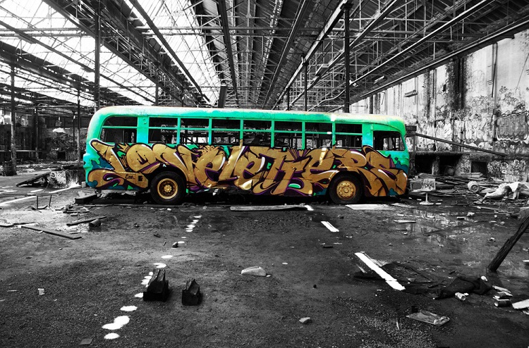 graffiti-street-art-the-magic-bus-best-picture-01